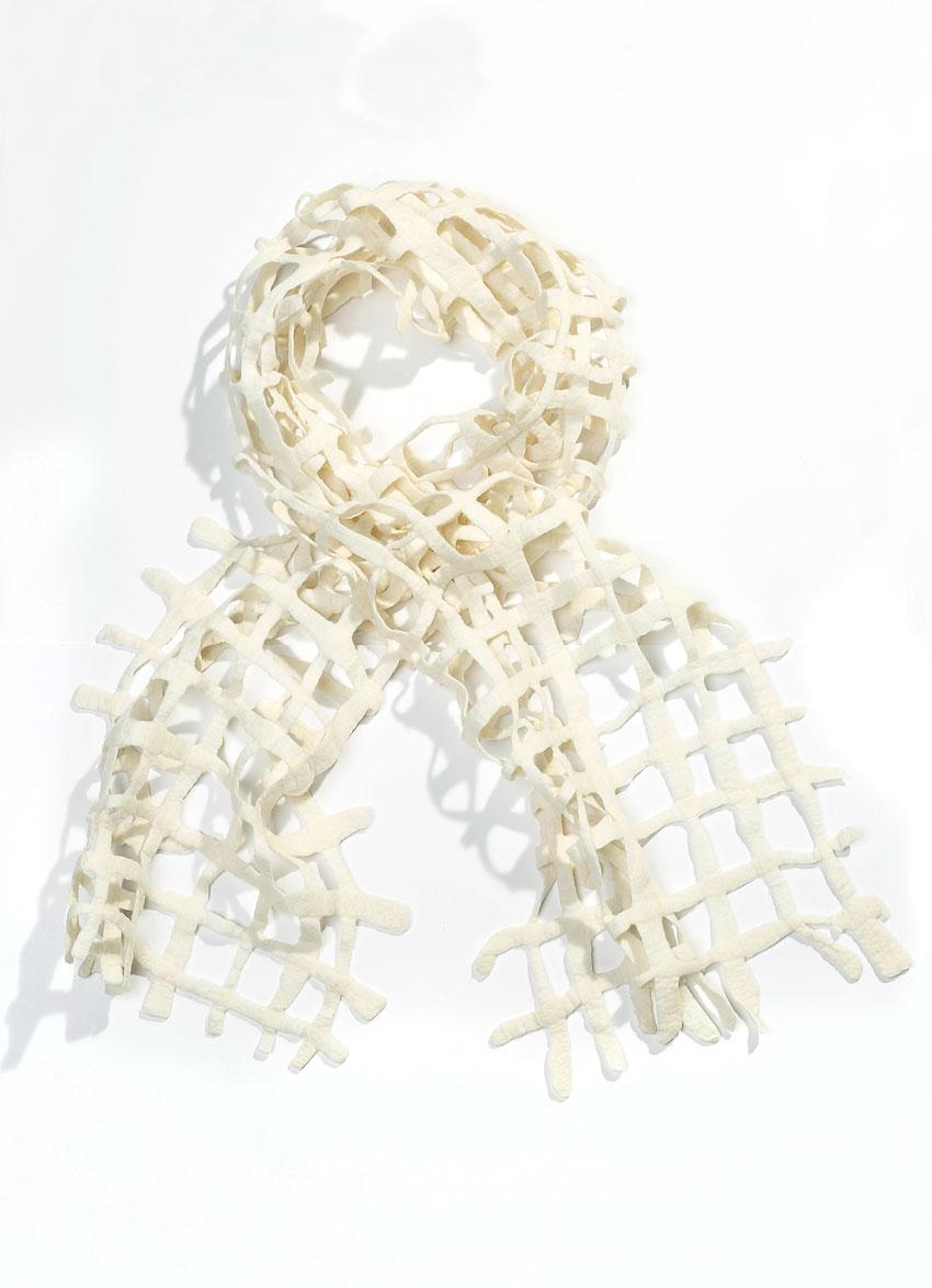 Escorial hullet tørklæde – Creme. Det fineste og blødeste uld.