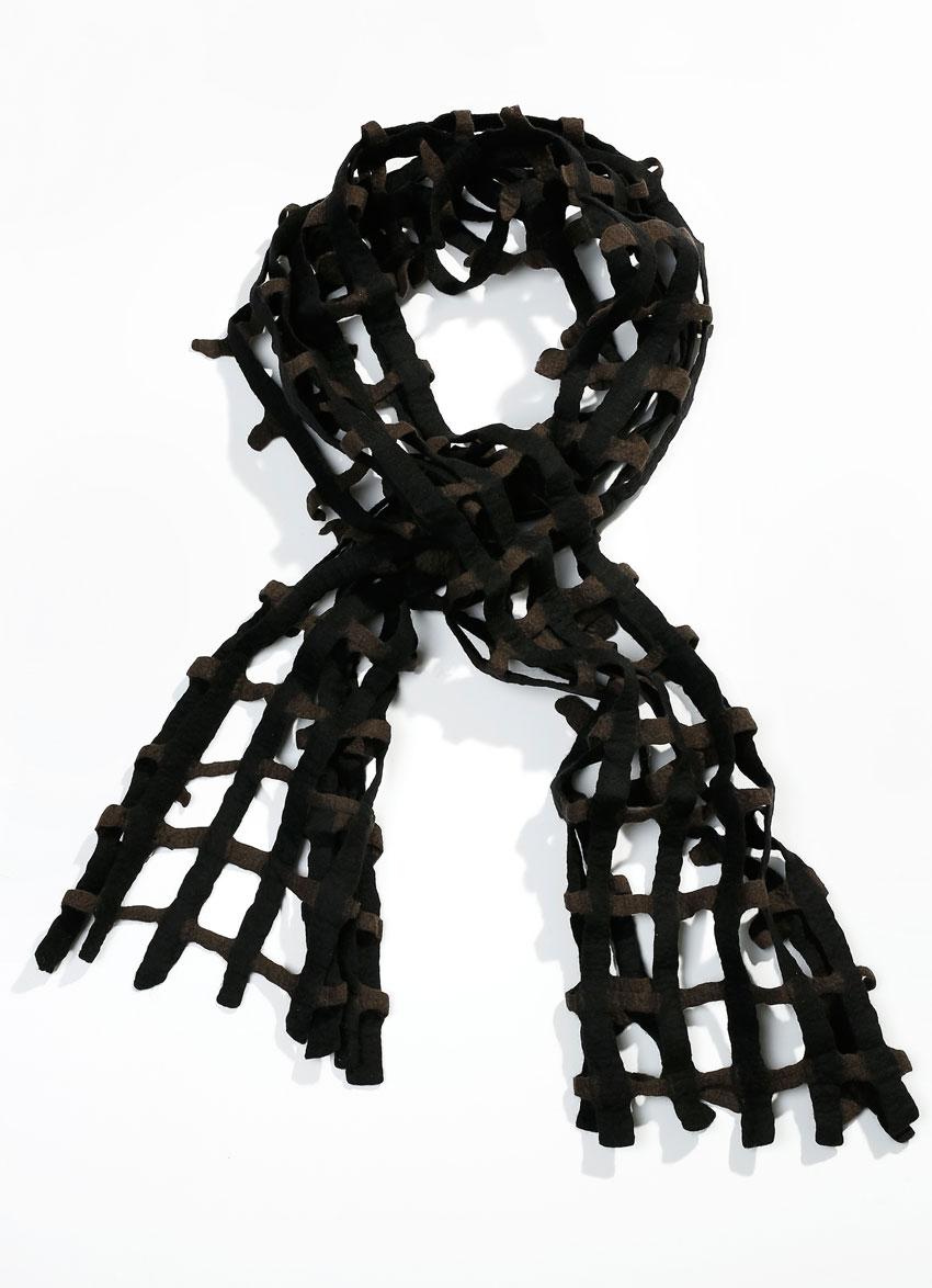 Escorial hullet tørklæde – Brun. Det fineste og blødeste uld.